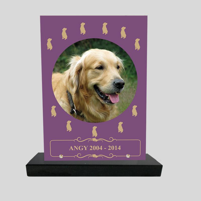 Plaque souvenir personnalisée animaux - Rectangle mauve avec petits chiens jaunes - sur socle en granit