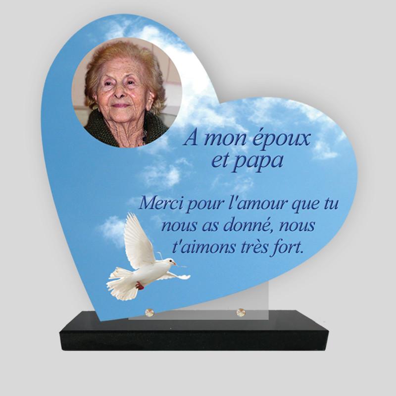 Plaque funéraire Cœur personnalisée - Décor de colombe dans le ciel - sur socle en granit