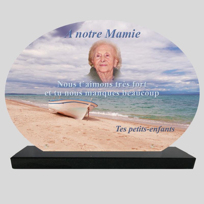 Plaque Funéraire Ovale personnalisée   - Barque sur la plage - sur socle en granit