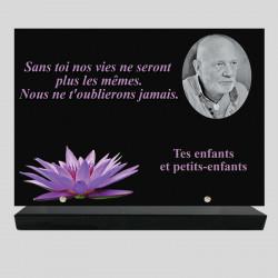 Plaque funéraire Rectangle personnalisée - Décor fleur de nénuphar - sur socle en granit