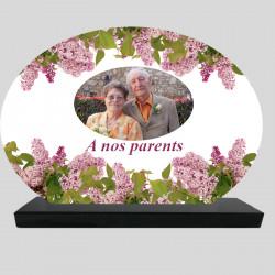Plaque Funéraire Ovale personnalisée - Fleurs de Lilas - sur socle en granit