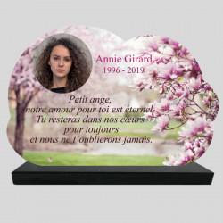 Plaque Funéraire personnalisée Nuage - Arbre magnolias en fleur - sur socle en granit