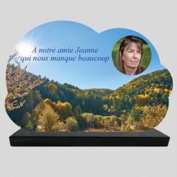 Plaque Funéraire personnalisée Nuage - Montagne au printemps - sur socle en granit