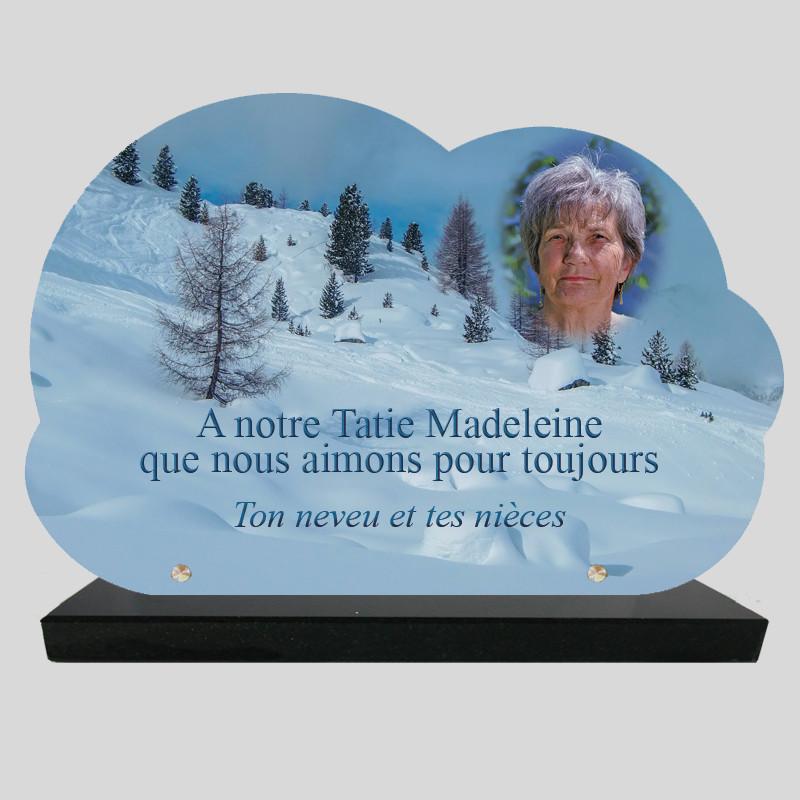 Plaque Funéraire personnalisée Nuage - Sapins dans la neige - sur socle en granit