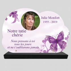 Plaque Funéraire personnalisée Nuage - Dessin d'un papillon violet - sur socle en granit