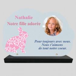 Plaque Funéraire personnalisée Nuage - Lapin en cœurs roses - sur socle en granit